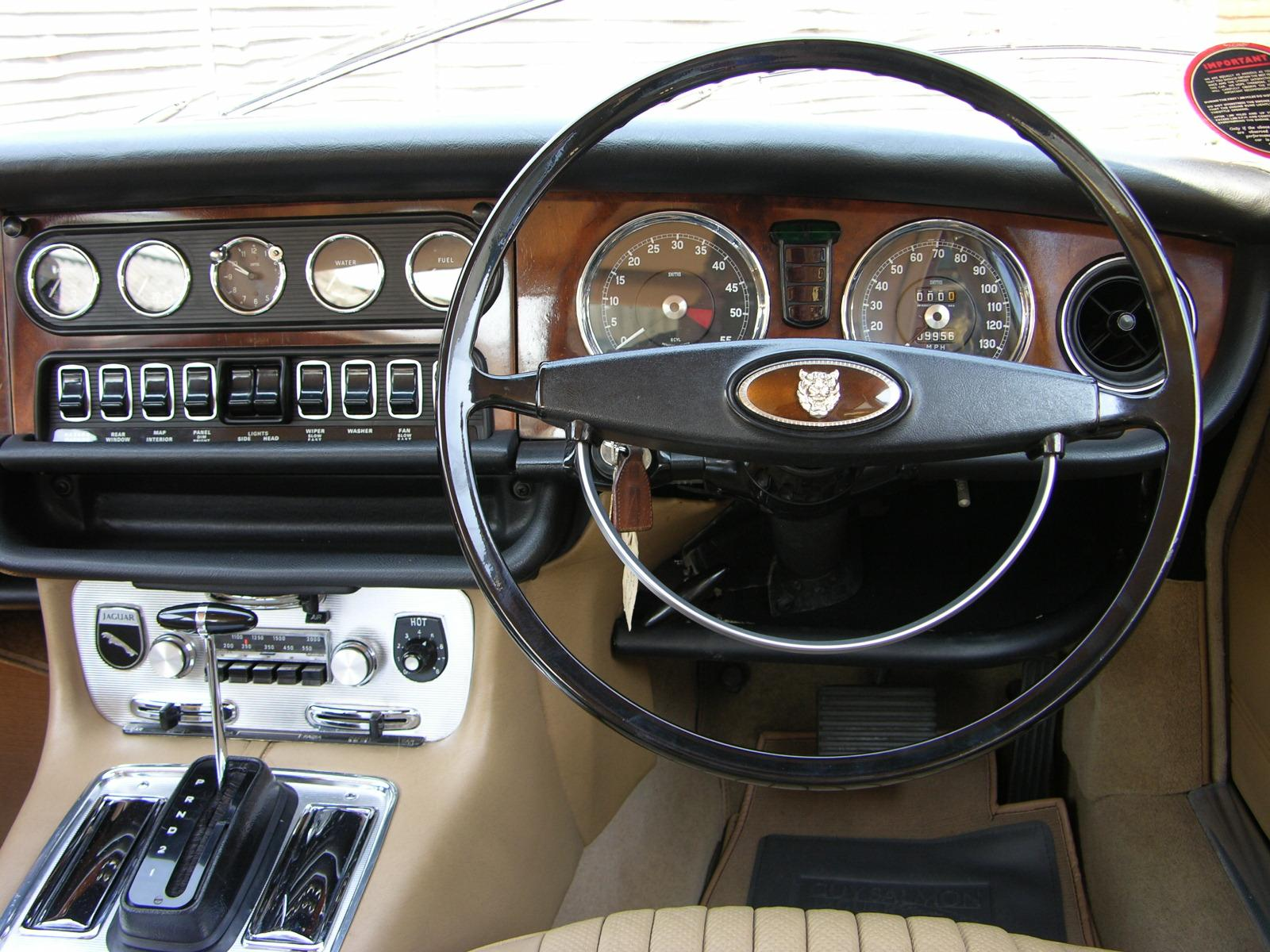 Интерьер Jaguar XJ6