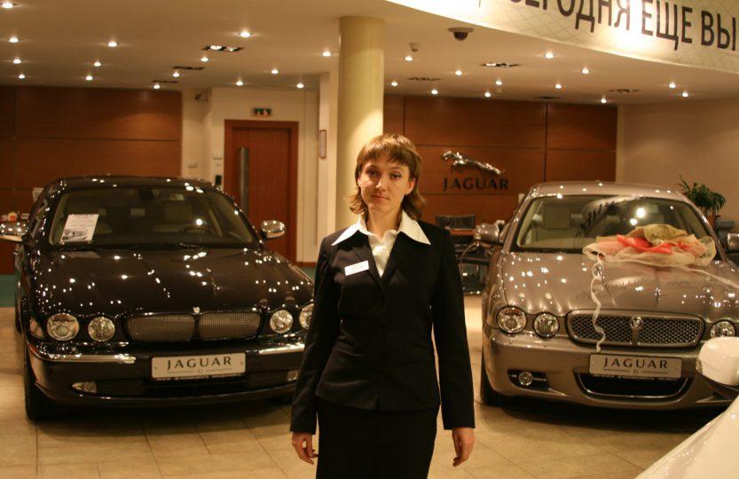 Ольга Сильянова - автосалон Независимость