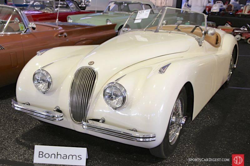 Белый Ягуар на аукционе