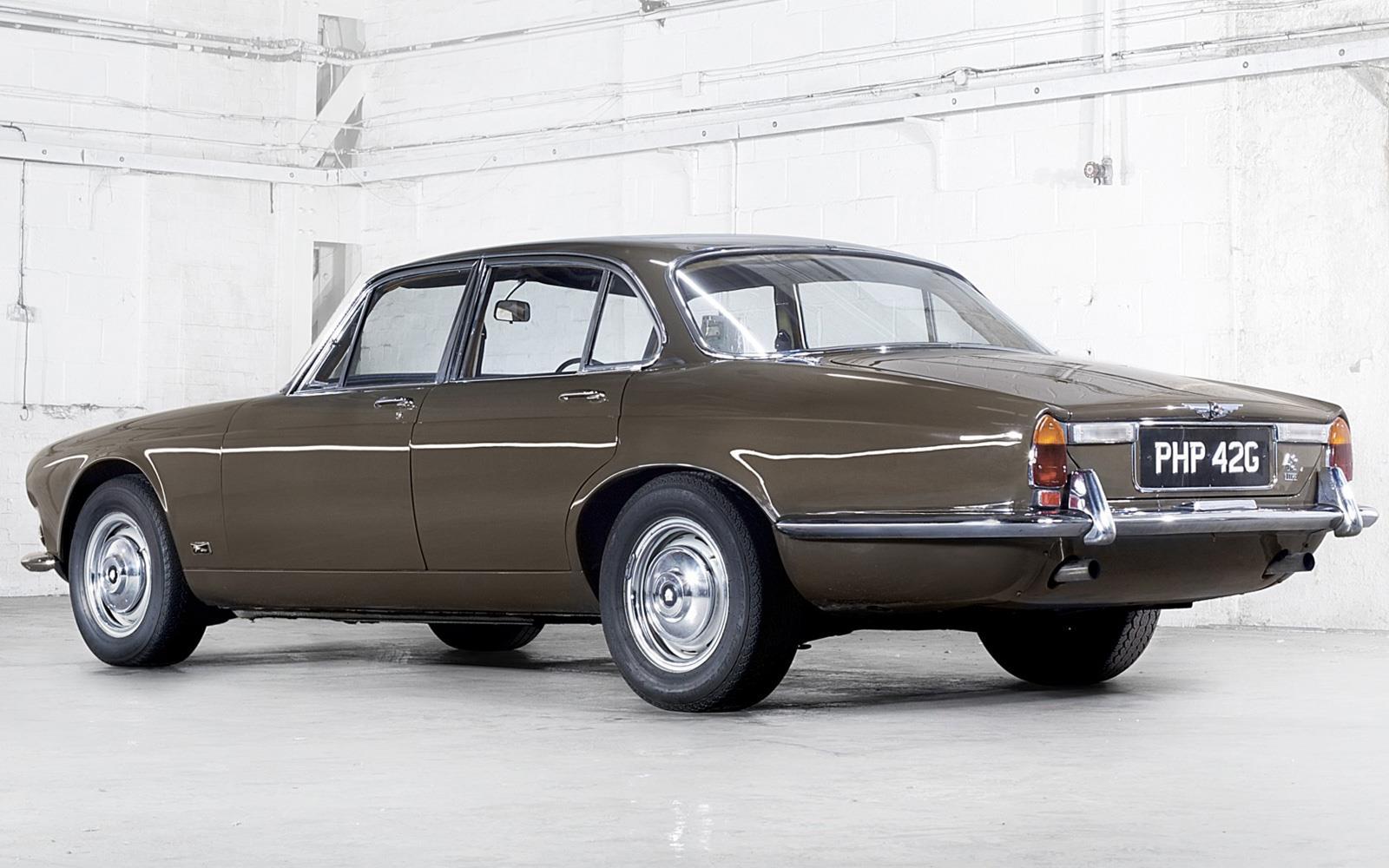 Флагман Jaguar XJ