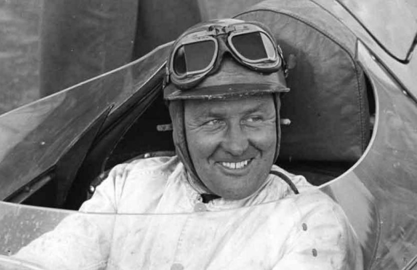 Тест-пилот компании Jaguar Cars Норман Дьюис