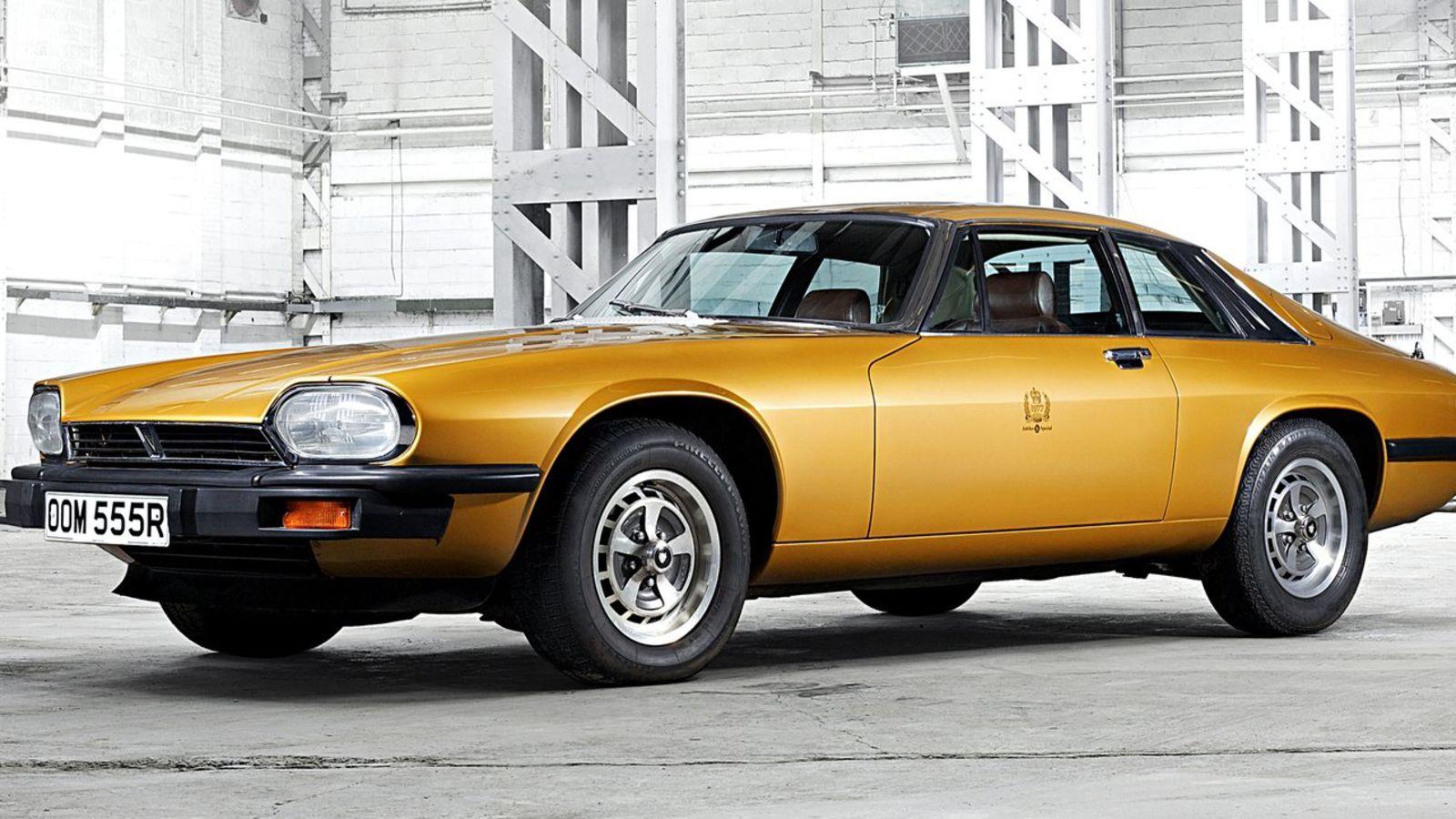 Желтый Jaguar XJS