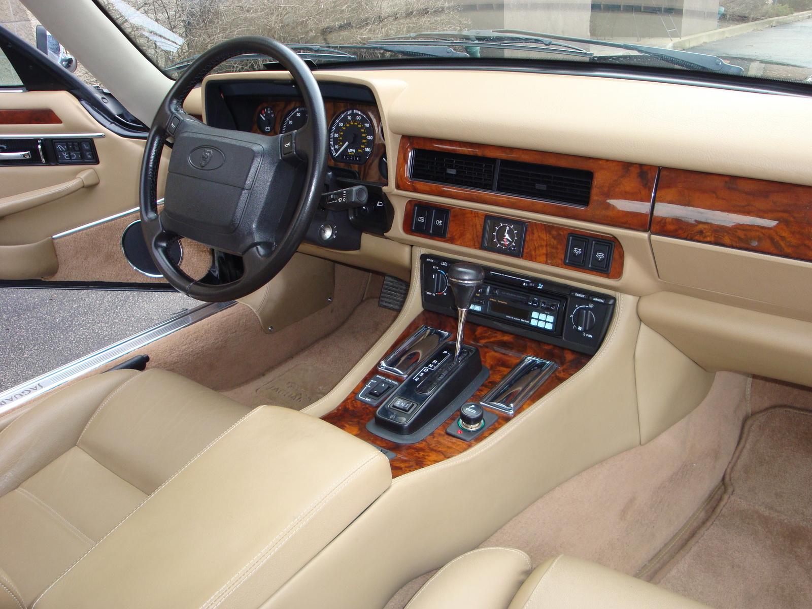 Салон Jaguar XJS