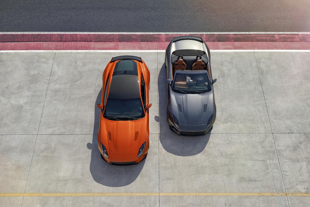 Два автомобиля Jaguar