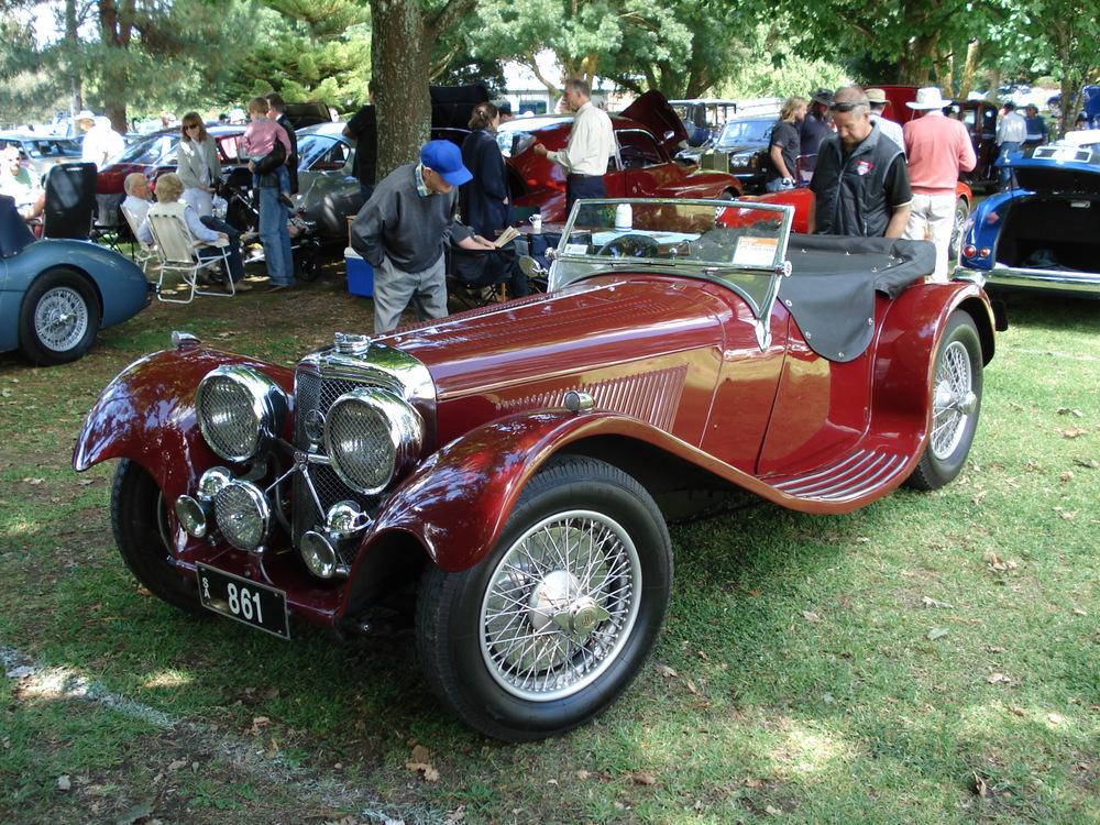 Автомобиль Jaguar 100