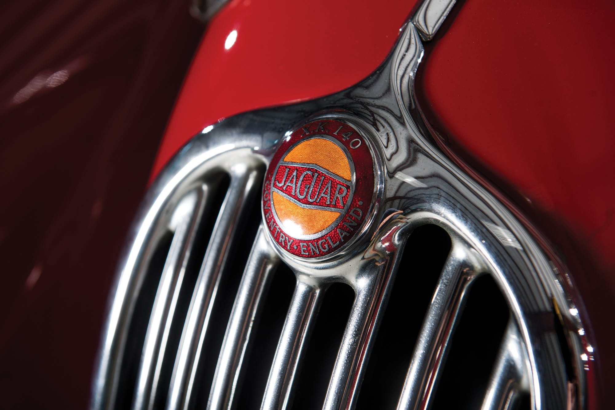 Значок на Jaguar XK140