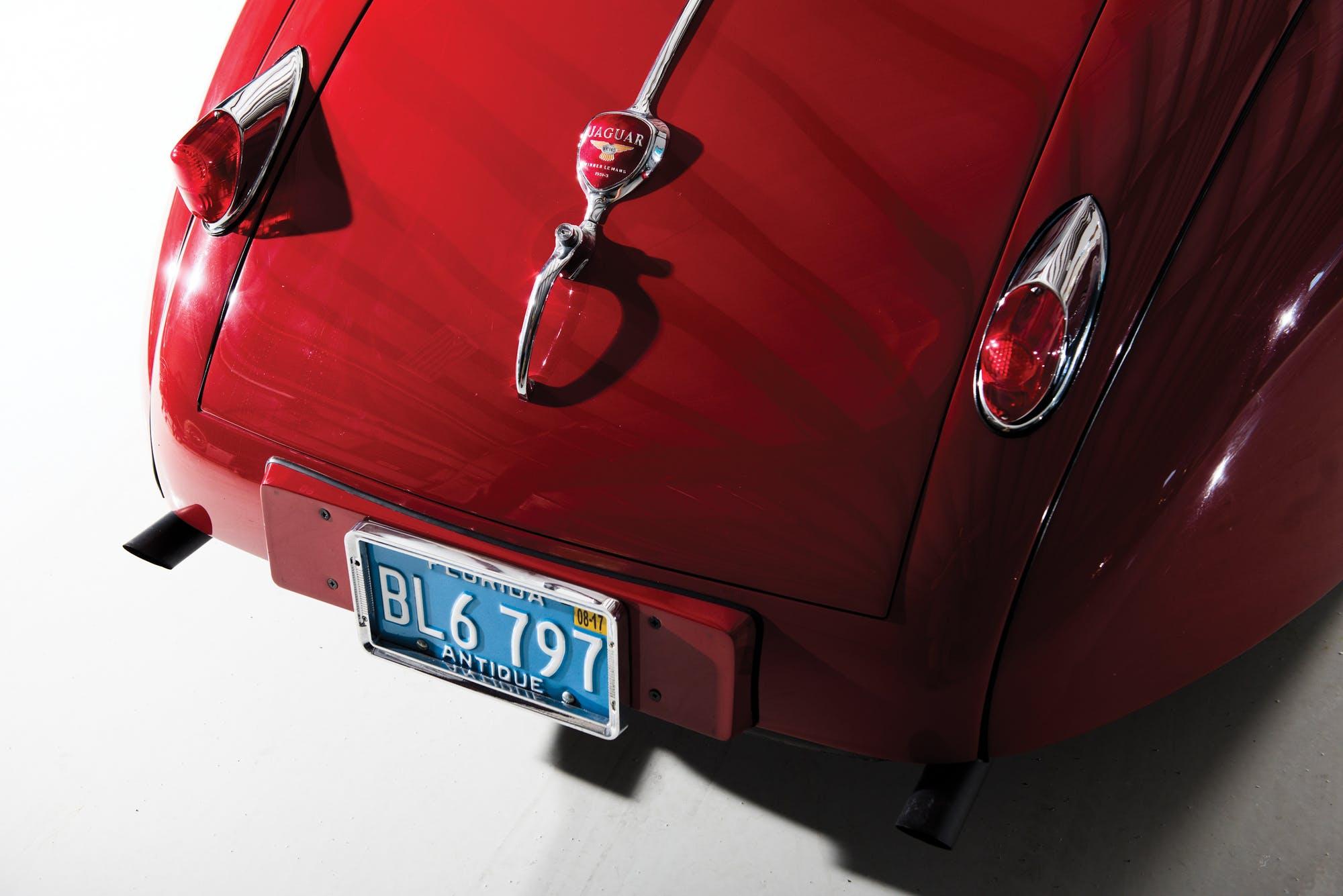 Красный Jaguar XK140