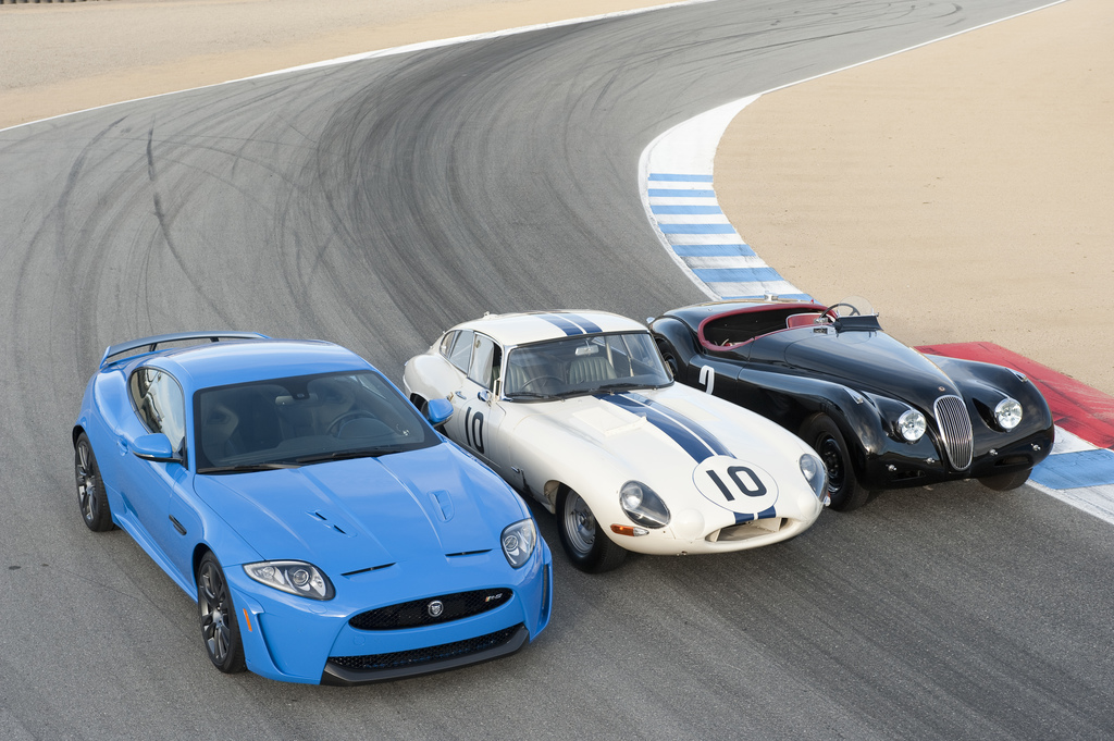 Три автомобиля Jaguar