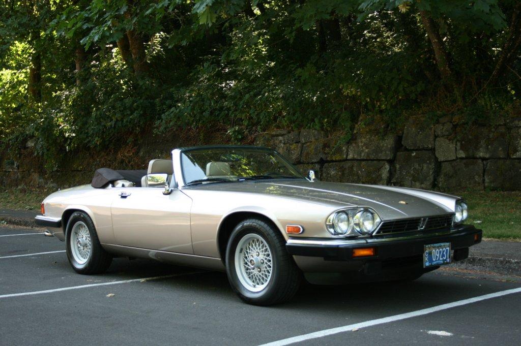 Автомобиль Jaguar XJ-S