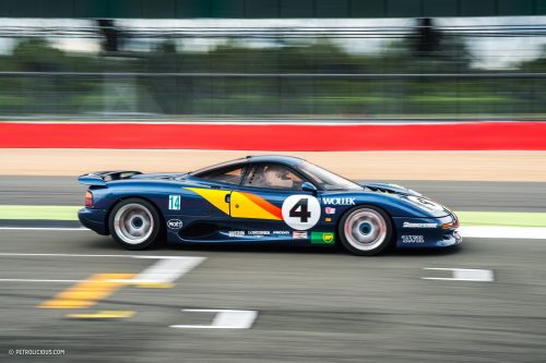 Jaguar XJR-15 на гонках в Silverstone