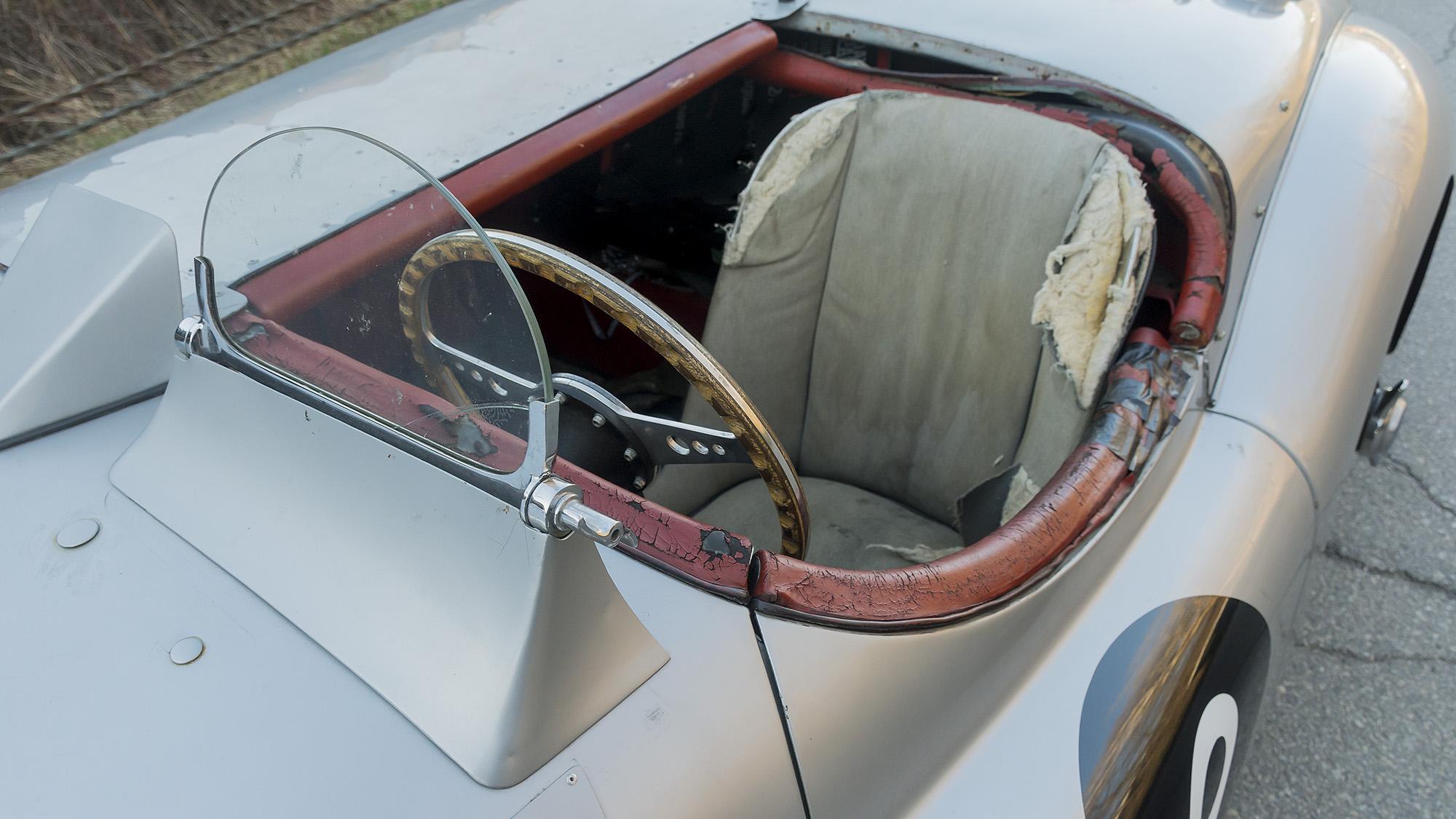 Jaguar XK120M с номером шасси 676299