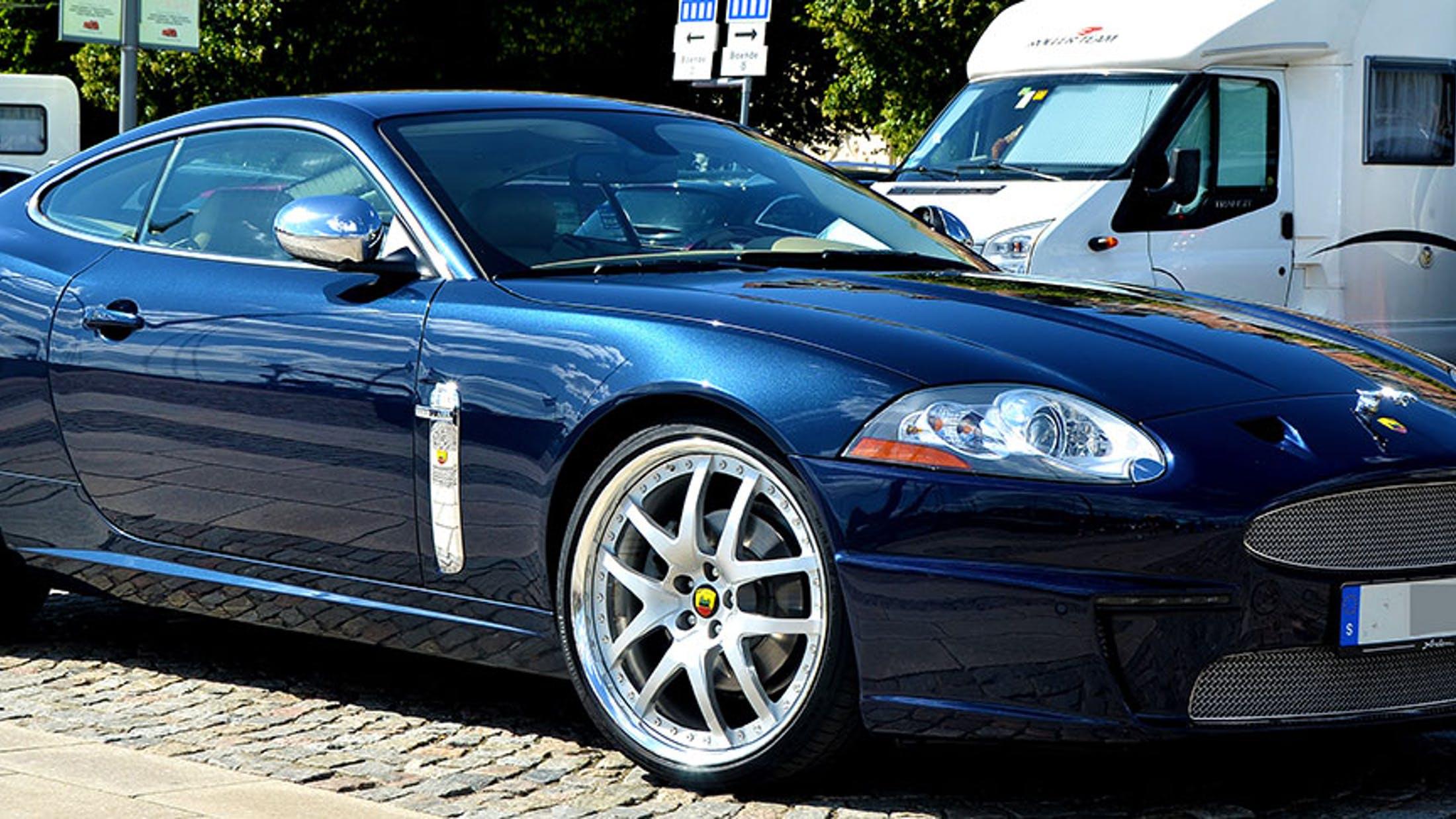 Модель Jaguar XKR