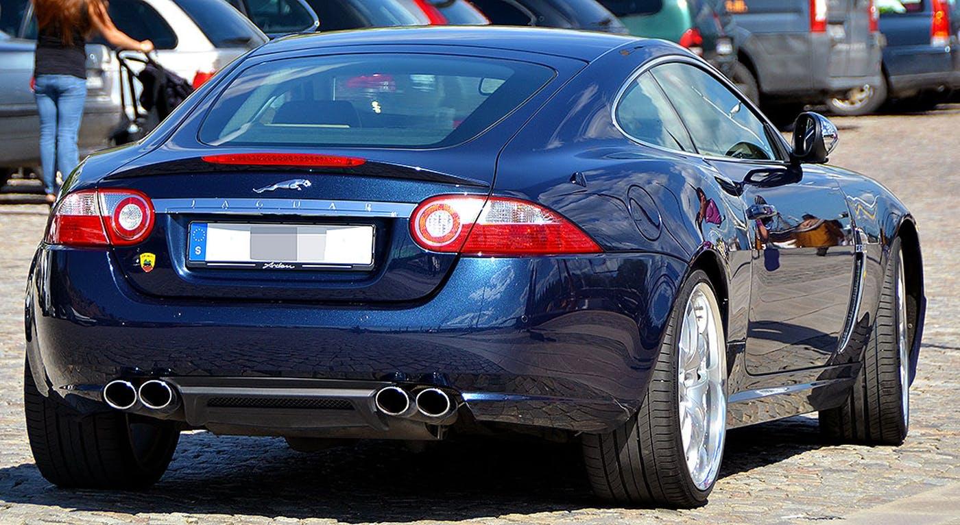Автомобиль Jaguar XKR