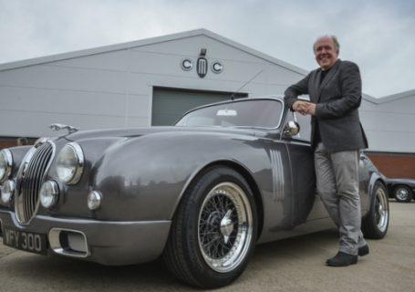 Ян Каллум и реплика Jaguar Mk 2