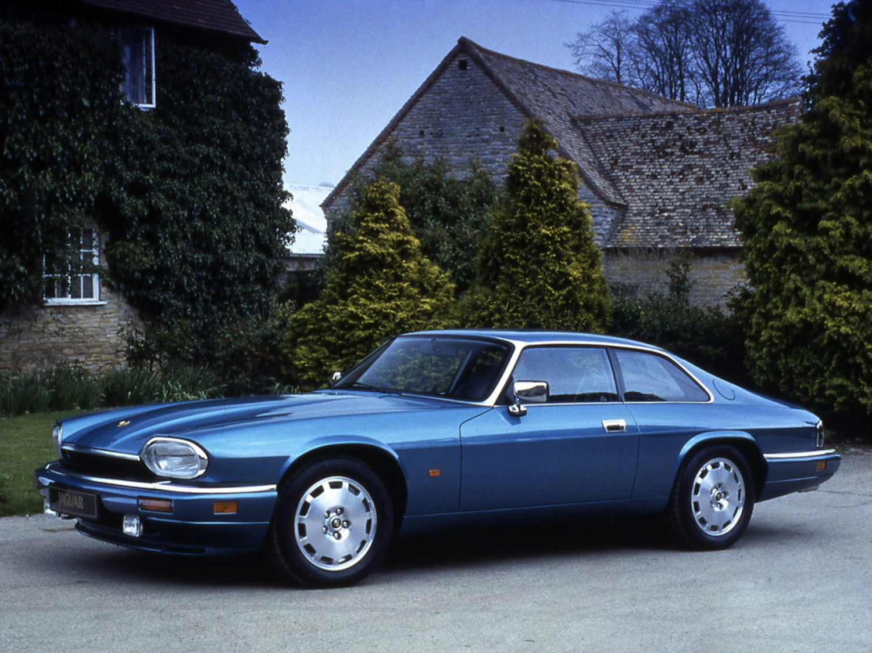 Синий Jaguar XJS