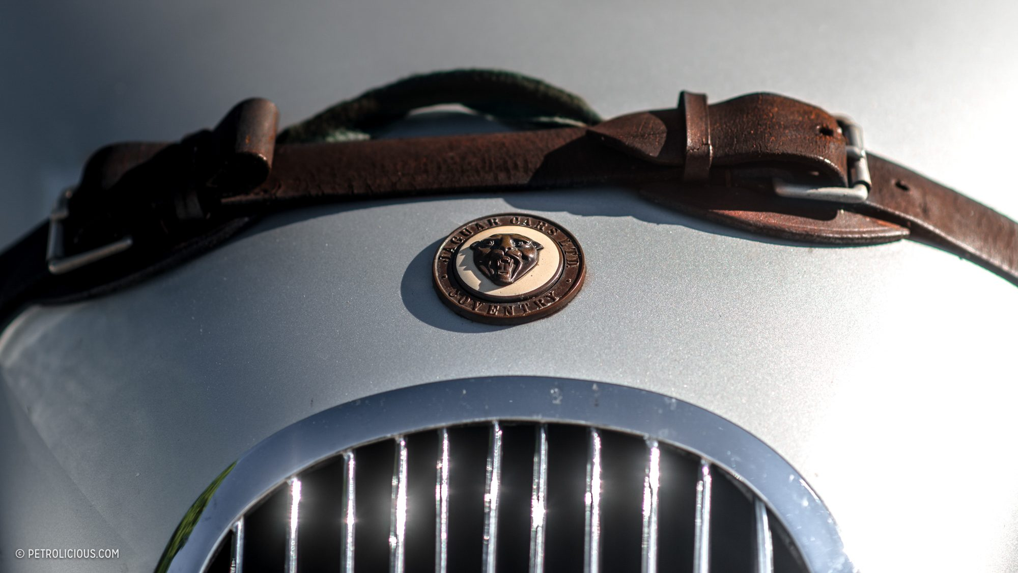 Значок Jaguar XK120