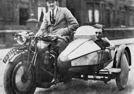 Лайонс и Уолмсли на Swallow Sidecar model II