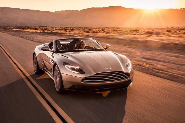 Кабриолет Aston-Martin-DB11