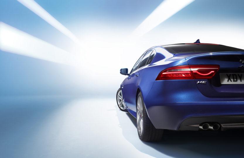 Jaguar XE средний седан 2014 год