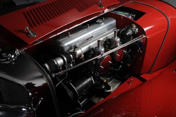 Jaguar 100 engine
