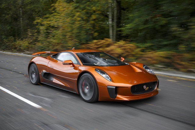 Jaguar CX75 в фильме о Джемсе Бонде