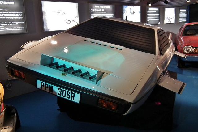 Lotus Esprit супер автомобиль из Бондианы
