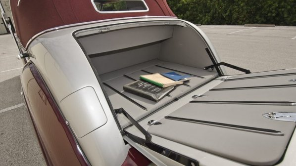 Jaguar Mark V DHC luggage accommodation