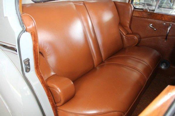 Jaguar Mark V Saloon seats