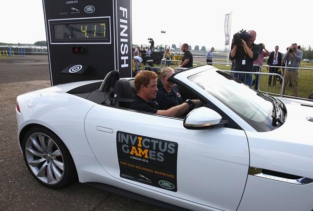 Принц Гарри за рулем Jaguar F-Type