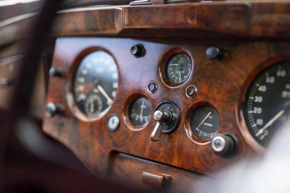 Jaguar XK120 DHC instrument panel