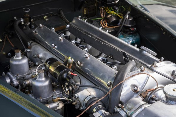 Jaguar XK120 Drop Head Coupe engine