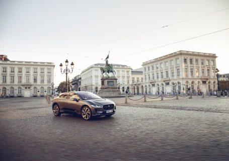 Электрмобиль Jaguar I-PACE в Лондоне