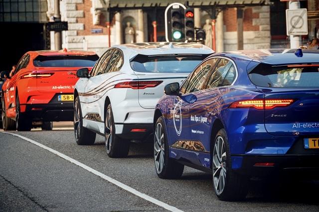 Электромобили Jaguar I-PACE в городе