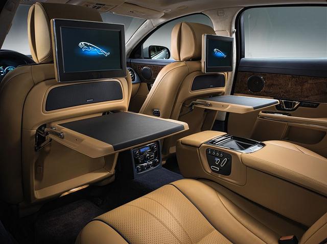 Современный интерьер Jaguar XJ