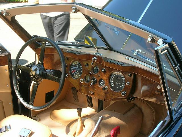 Интерьер Jaguar XK140