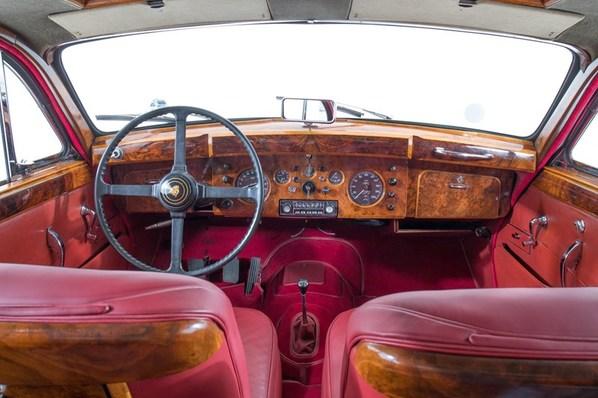 Jaguar Mark 9 interior