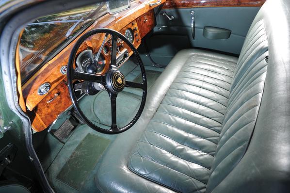 Jaguar Mk VIII interior