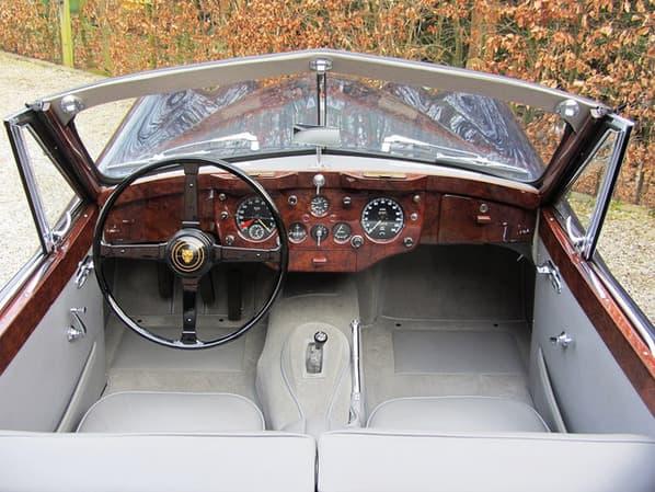 Jaguar XK140 Drop Head Coupe interior