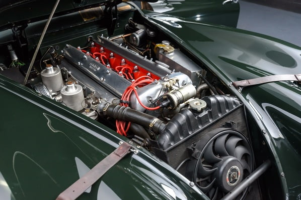 Jaguar XK140 FHC engine