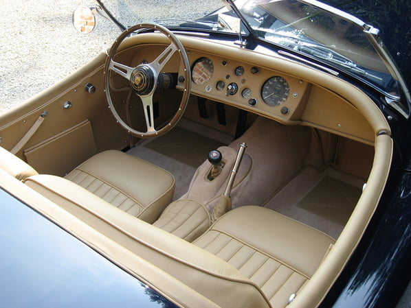 Jaguar XK140 Open Two Seater interior