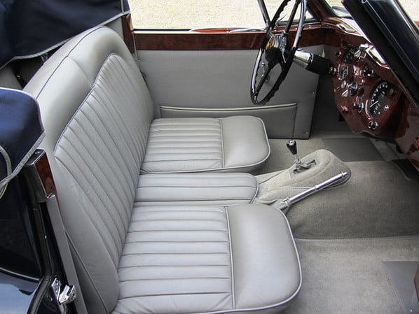 Jaguar XK140 The Convertible interior
