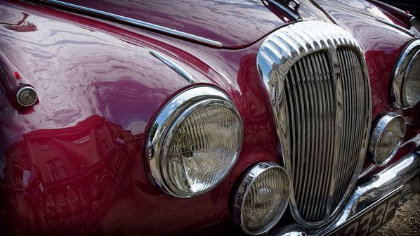 Daimler 2.5 V8 grille