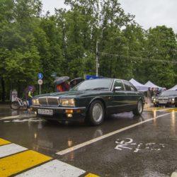 Два Jaguar XJ