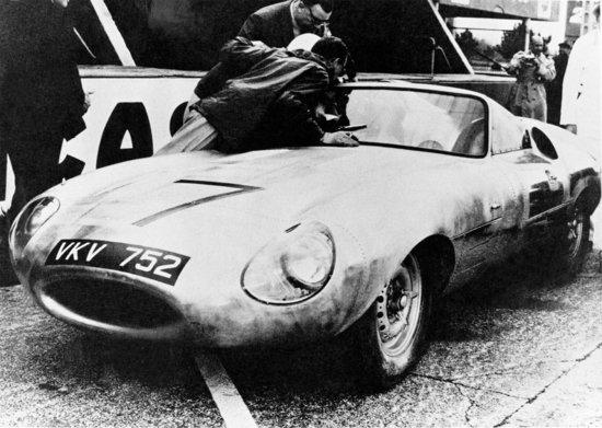 Jaguar E2A test road on Le Mans - 9 april 1960