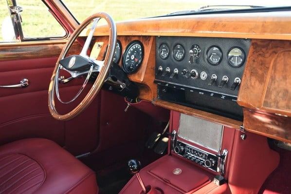 Jaguar Mark 2 interior