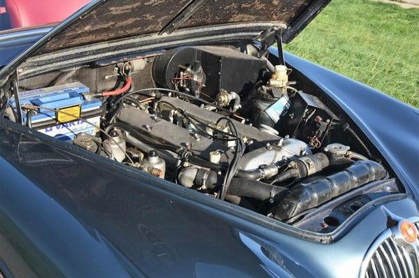 Jaguar Mk 2 engine