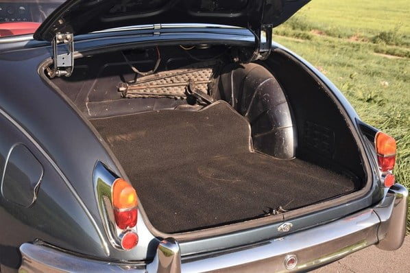 Jaguar Mk II luggage accommodation