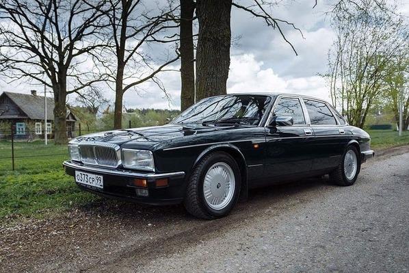 Jaguar XJ на российской дороге