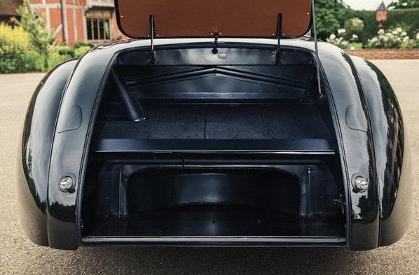 Jaguar XK120 Jabbeke Special luggage accommodation