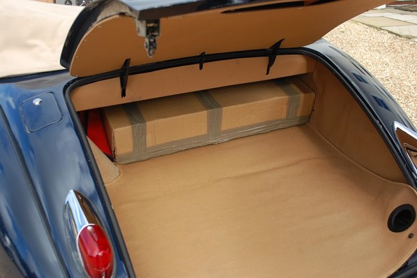 Jaguar XK150 Drop Head Coupe luggage accommodation